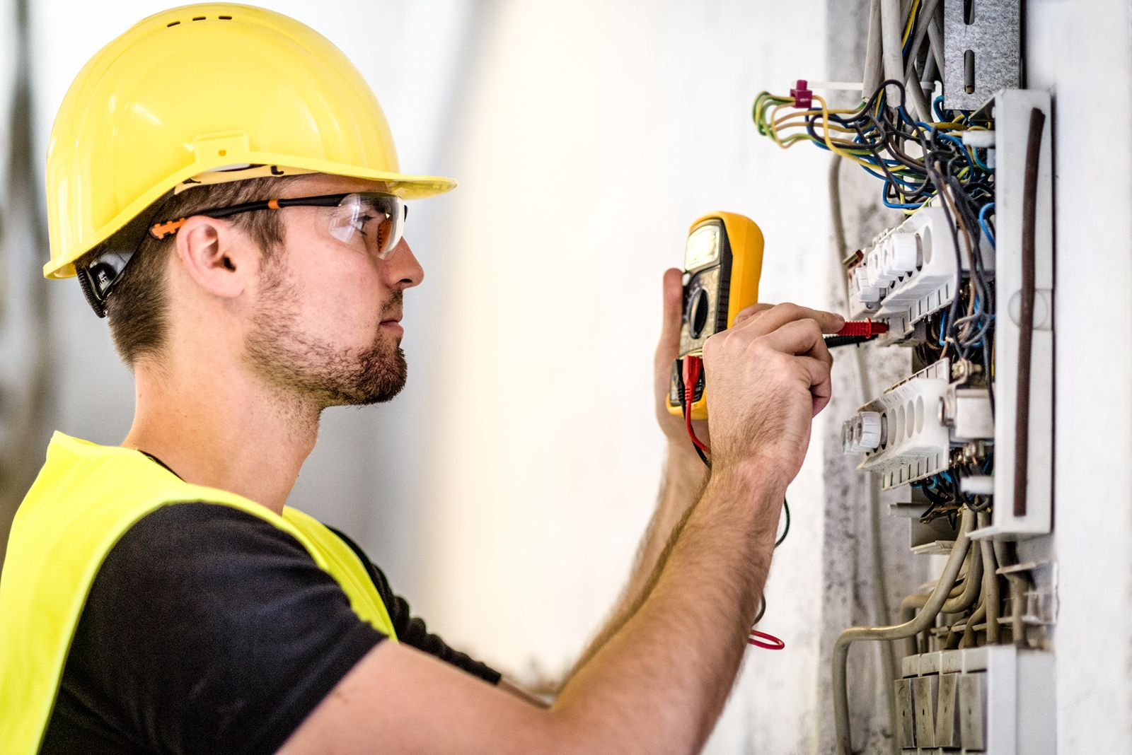 6 Qualities to Look for When Hiring Electricians